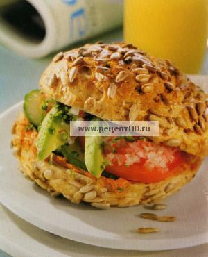 Фотография блюда по испански - Бутерброд с авокадо и томатом