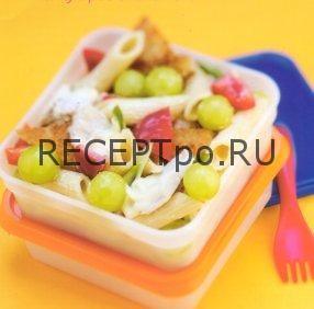 Салат из макарон, с курицей и виноградом