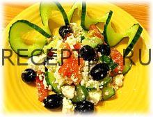 Греческий салат с сыром и маслинами