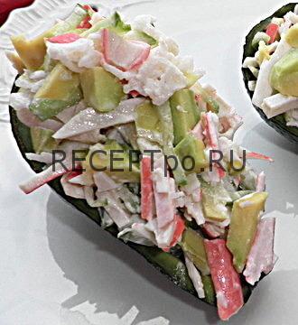 Авокадо фаршированный с крабовыми палочками
